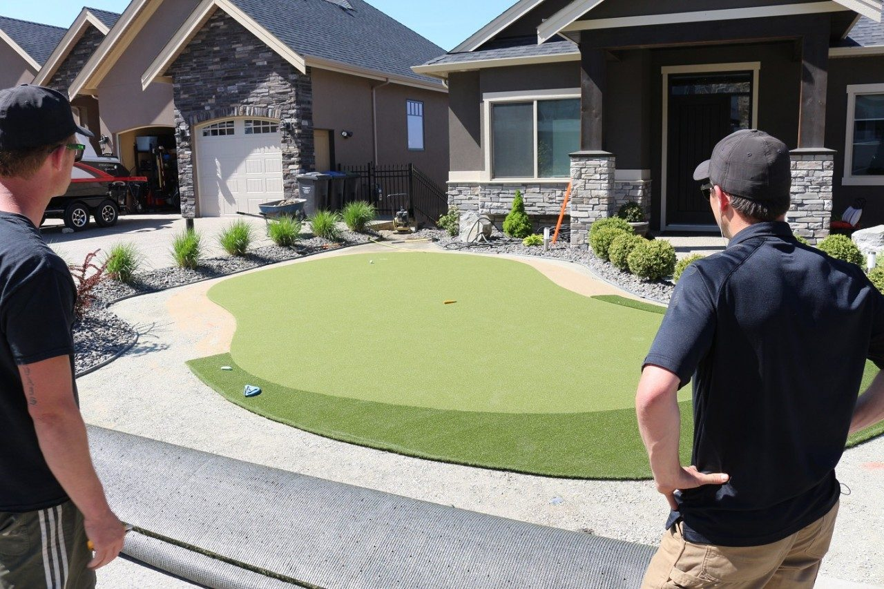 Contractors Needed for Synthetic Turf International of Canada